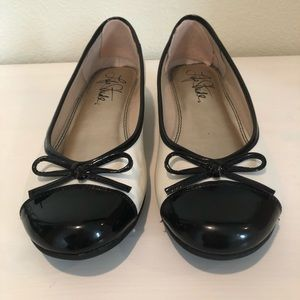 Life Stride Black and Cream Flats